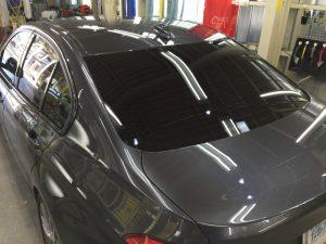 BMW320dMスポーツ・エシュロンクラリード・リアガラス