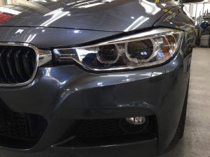 BMW320dMスポーツ・プレミアムコーティング後の助手席側ヘッドライト周辺