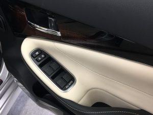 クラウン・クイック車内クリーニング後の運転席ドアトリム