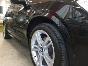 BMWX3・ジーゾックス・ハイドロフィニッシュ施工後の運転席側フェンダー付近
