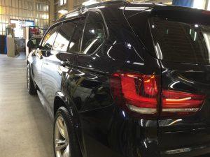 BMW5・エシュロンゼンゼロ施工後の左テール付近