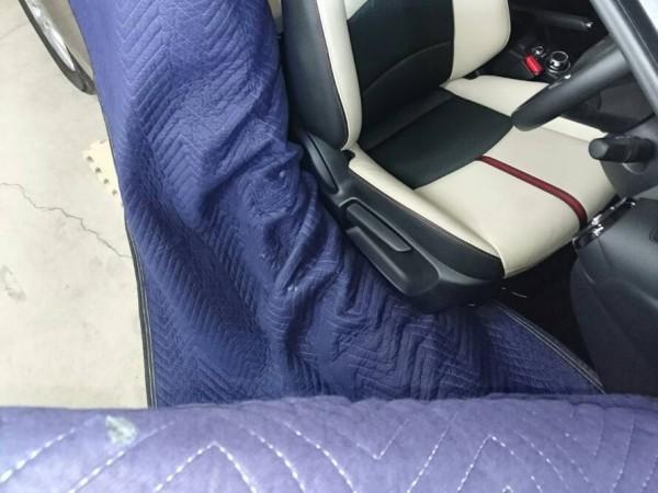 デミオ・プレミアム車内クリーニング・運転席取り外し前の養生