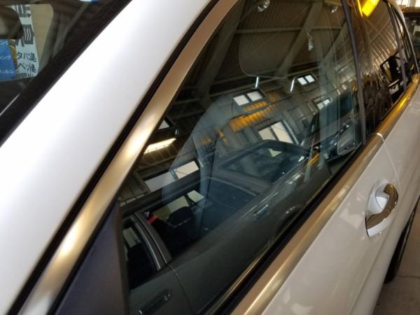 メルセデスベンツGLS・メッキモールコーティング&窓ガラスコーティング後の助手席ドアガラス
