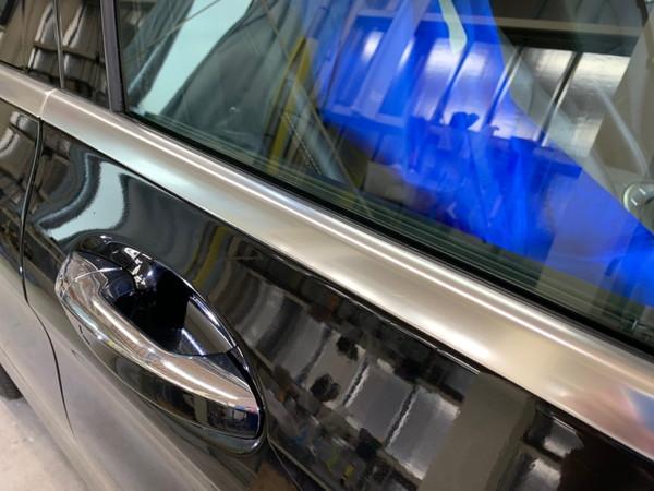 メルセデスベンツC・メッキモール研磨+プロテクションフィルム施工・運転席ドア施工後