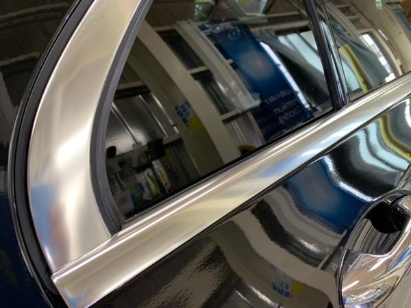 メルセデスベンツC・メッキモール研磨+プロテクションフィルム施工・運転席後ドア施工後