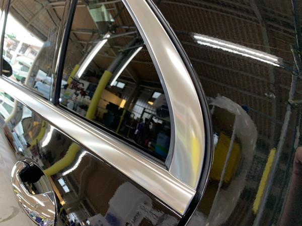 メルセデスベンツC・メッキモール研磨+プロテクションフィルム施工・助手席後ドア施工後