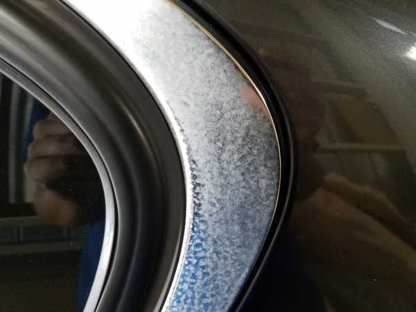 BMW3・窓枠メッキモールクリーニング&コーティング作業前1
