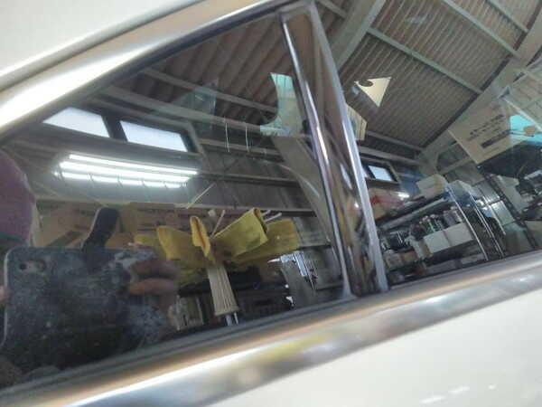 メルセデスベンツcls・窓枠メッキモールクリーニング後