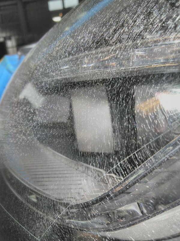 メルセデスベンツcls・ヘッドライトクラック除去前