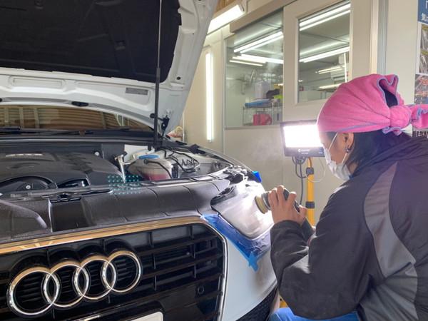 アウディA4・ヘッドライトクラック除去+プロテクションフィルム・作業中
